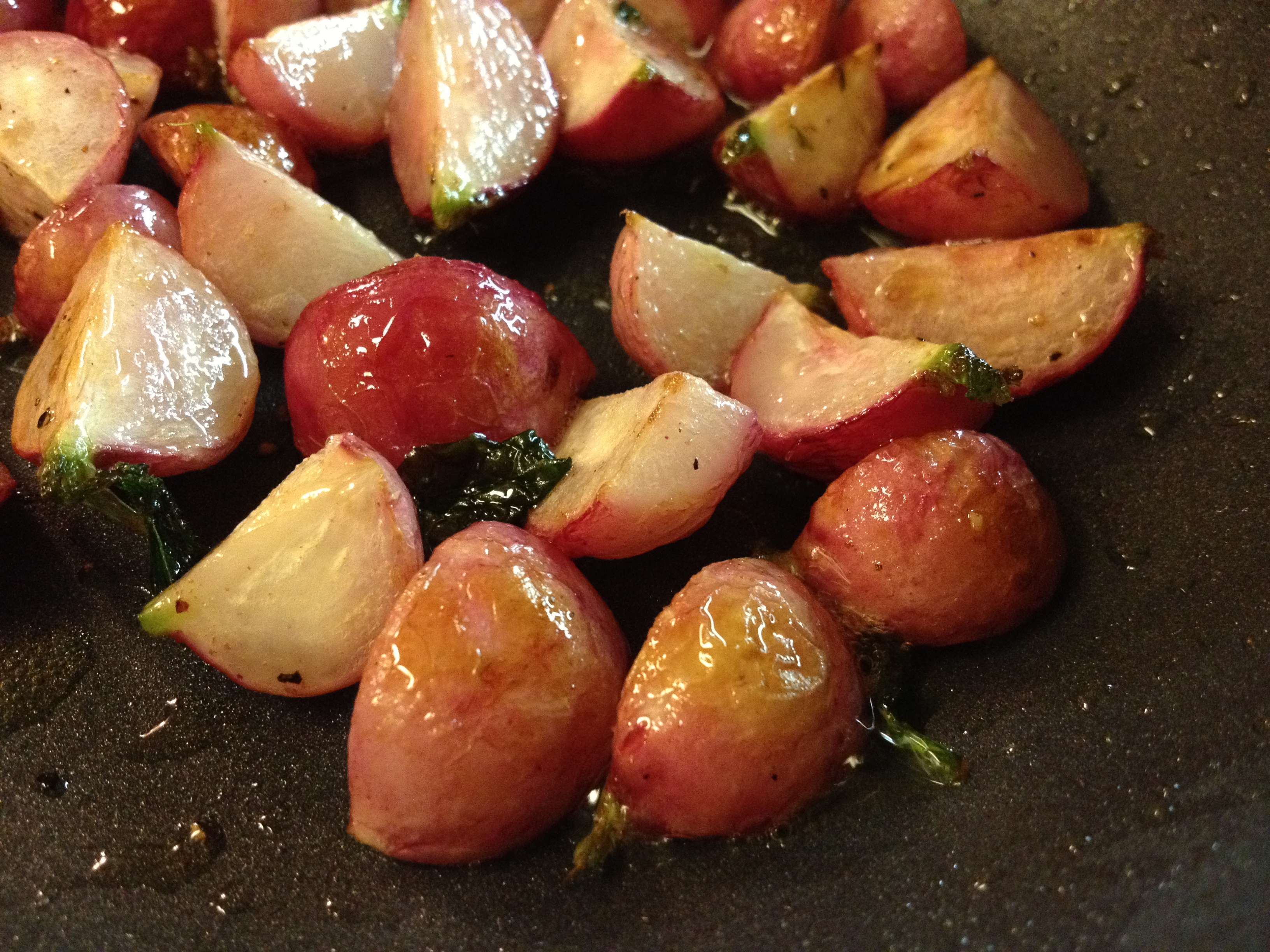 Roasted radishes are sweet and delicious!